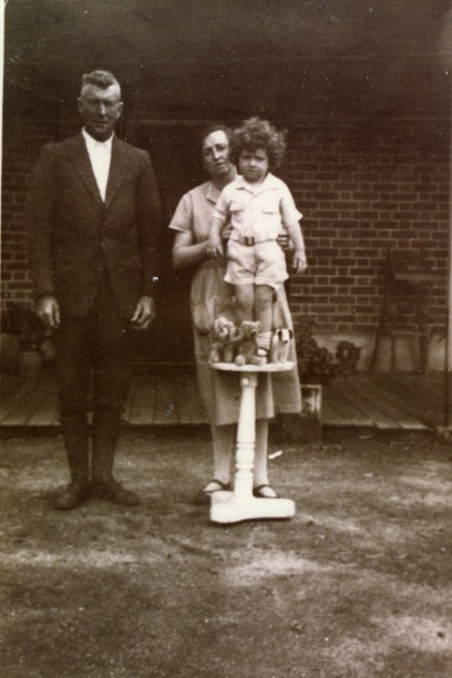 Charles  and  Florence Ellis  with  Ross , 1929.